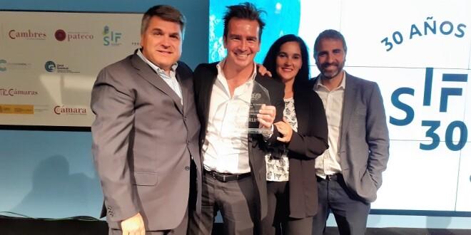 equipo de Carlin con el premio recibido en el SIF de Valencia 22-10-19